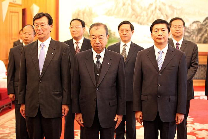 省人民政府给必威西汉姆官网洋一郎颁发青海省荣誉公民仪式(图2)