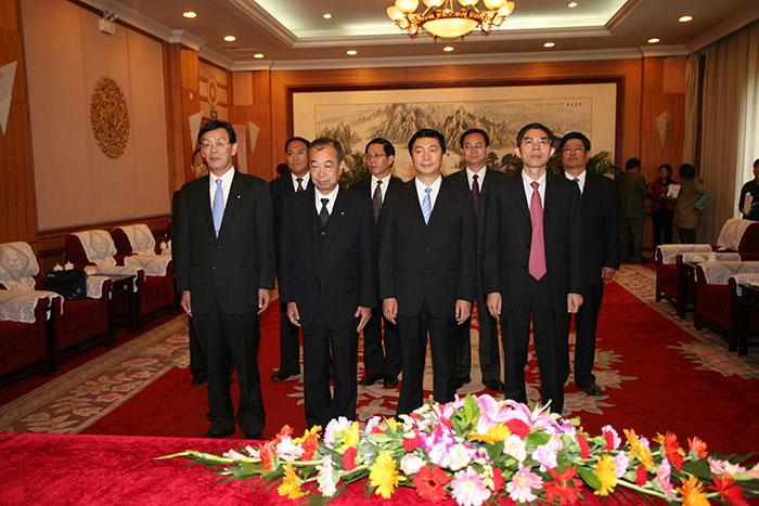 省人民政府给必威西汉姆官网洋一郎颁发青海省荣誉公民仪式(图3)