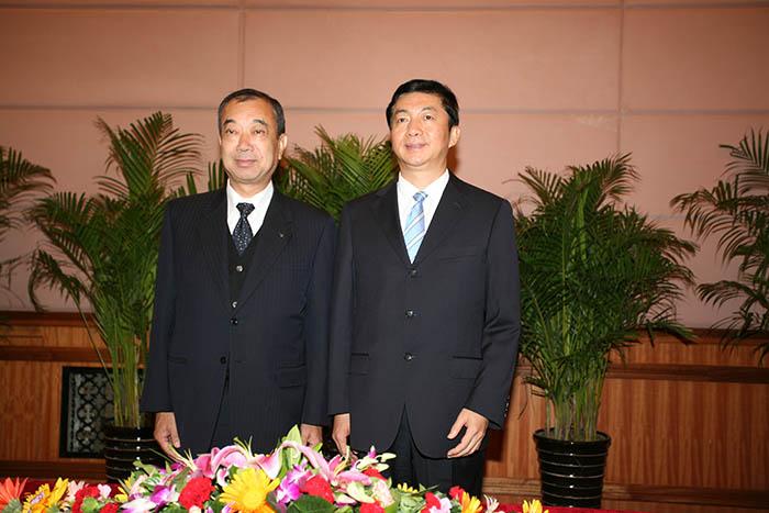省人民政府给必威西汉姆官网洋一郎颁发青海省荣誉公民仪式(图4)